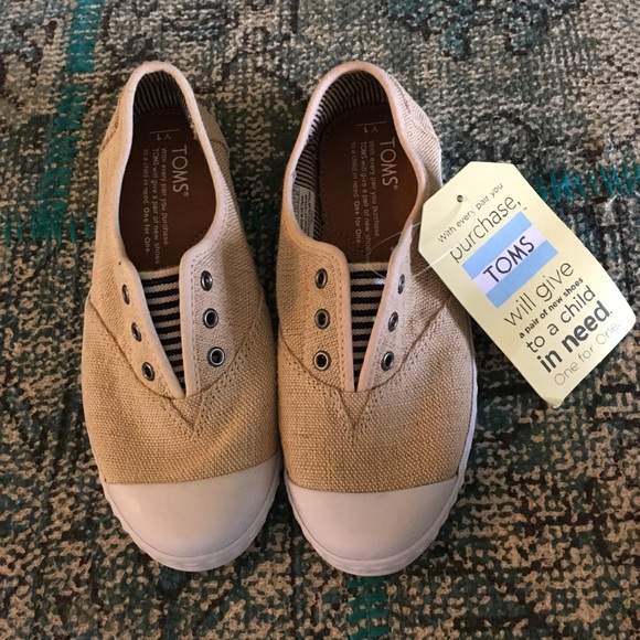 a12a2264f33 NWT Tan canvas toddler Toms